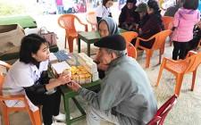 Khám bệnh và phát thuốc miễn phí cho các đối tượng chính sách