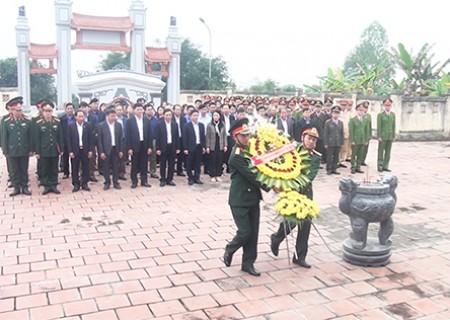 Dâng hương, dâng hoa tại Nghĩa trang liệt sỹ