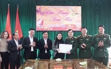 Đồng chí Hoàng Thị Thu Trang chúc tết BCH Quân sự, Công an huyện