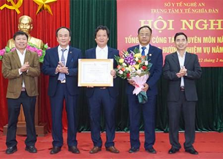 TTYT Nghĩa Đàn nhận bằng khen của chủ tịch UBND tỉnh