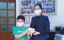 """Học sinh tiểu học """"mổ lợn đất"""" ủng hộ phòng chống dịch Covid – 19"""