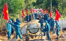 Dân quân năm thứ 1 cụm số 3 dân vận giúp xóm Lung Hạ làm đường bê tông  NTM