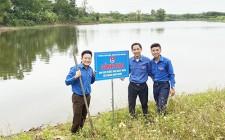 Chi đoàn Cơ quan Đảng – Đoàn thê cắm biển cảnh báo đuối nước