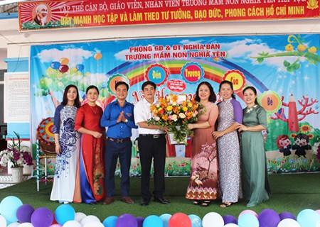 Đồng chí Lê Thái Hùng dự lễ khai giảng trường Mầm non Nghĩa Yên