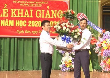 Đồng chí chủ tịch UBND huyện dự lễ khai giảng năm học mới tại trường THPT Cờ Đỏ