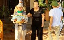 Cụ ông 98 tuổi quyên góp 3 tấn gạo ủng hộ đồng bào miền Trung