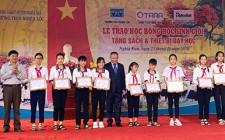 Công ty cổ phần TARA và Báo điện tử Tầm nhìn trao học bổng, tặng sách và thiết bị dạy học cho trường THCS Nghĩa Lộc