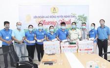 LĐLĐ huyện Nghĩa Đàn tổ chức chương trình giải nhiệt mùa hè, tặng quà cho xóm xây dựng NTM