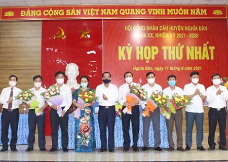 Bà Hoàng Thị Thu Trang được bầu giữ chức vụ chủ tịch HĐND huyện Nghĩa Đàn