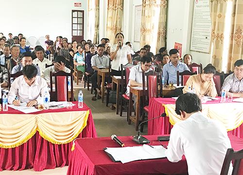 Chủ tịch UBND huyện đối thoại về tình hình cấp giấy chứng nhận quyền sử dụng đất tại khu vực khe Thái, xã Nghĩa Thịnh