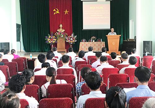 Trao Huy hiệu 70 năm tuổi Đảng cho đảng viên lão thành cách mạng