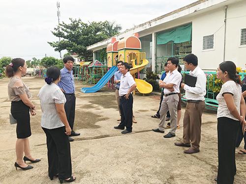 Đồng chí Lê Hồng Sơn kiểm tra công tác chuẩn bị cho năm học mới 2018 – 2019