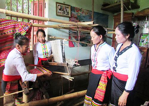Hiệu quả của nghề dệt thổ cẩm tại Nghĩa Thịnh